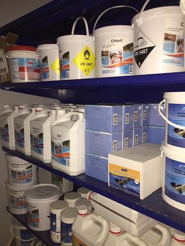 Réduire le taux de calcaire à l'aide d'un produit anti-calcaire